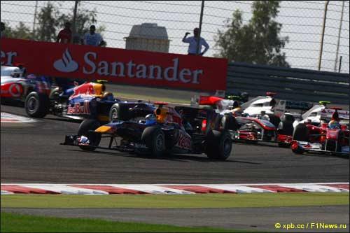 Первый поворот Бахрейна-2010 на старте гонки