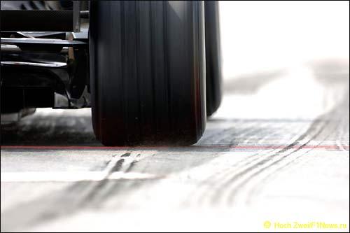 Резина Формулы 1 с канавками