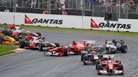 Старт Гран При Австралии 2010: контакт Фернандо Алонсо с Дженсоном Баттоном и Михаэлем Шумахером